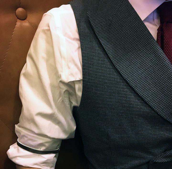 strieborné pásky na rukávoch / podväzkoch na ruky RETRO košeľa