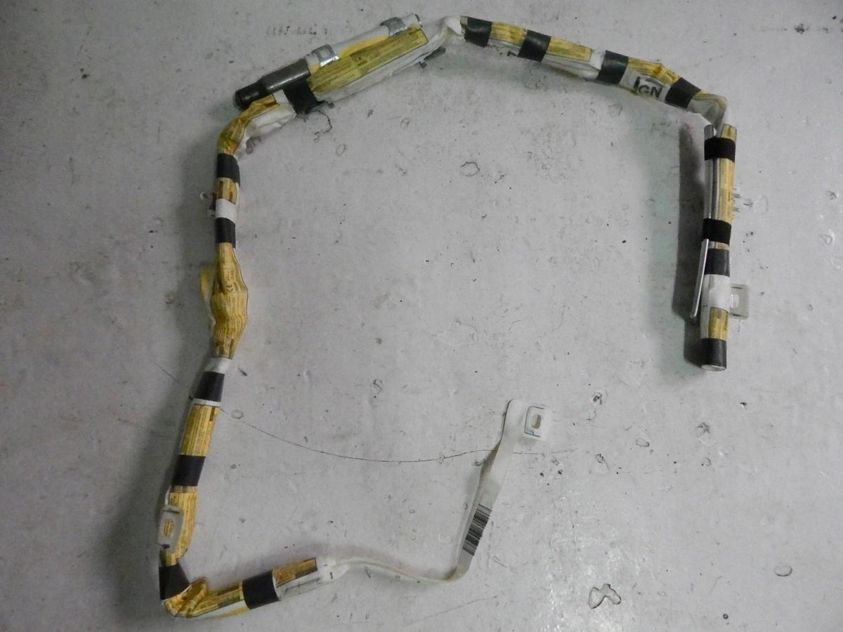 занавес права toyota avensis универсал 09-19
