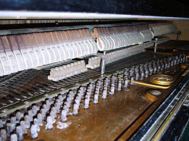 Krásny historický nemecký klavír vyrezal