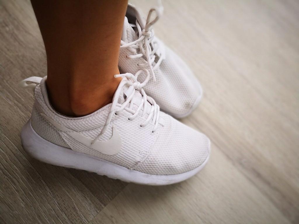 najwyższa jakość dla całej rodziny świetne oferty Buty sportowe NIKE ROSHE RUN białe 36 22,5 cm - 7600124530 ...