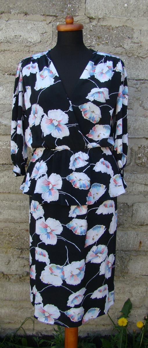 9908b63efa Sukienka retro czarna w kwiaty z baskiną PIN UP - 7534053791 ...