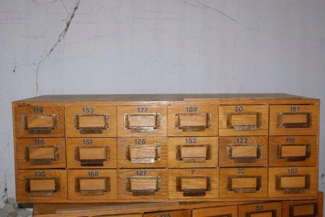 Bardzo dobry Szafka biblioteczna katalogowa PRL szuflandia - 7604684109 YT32