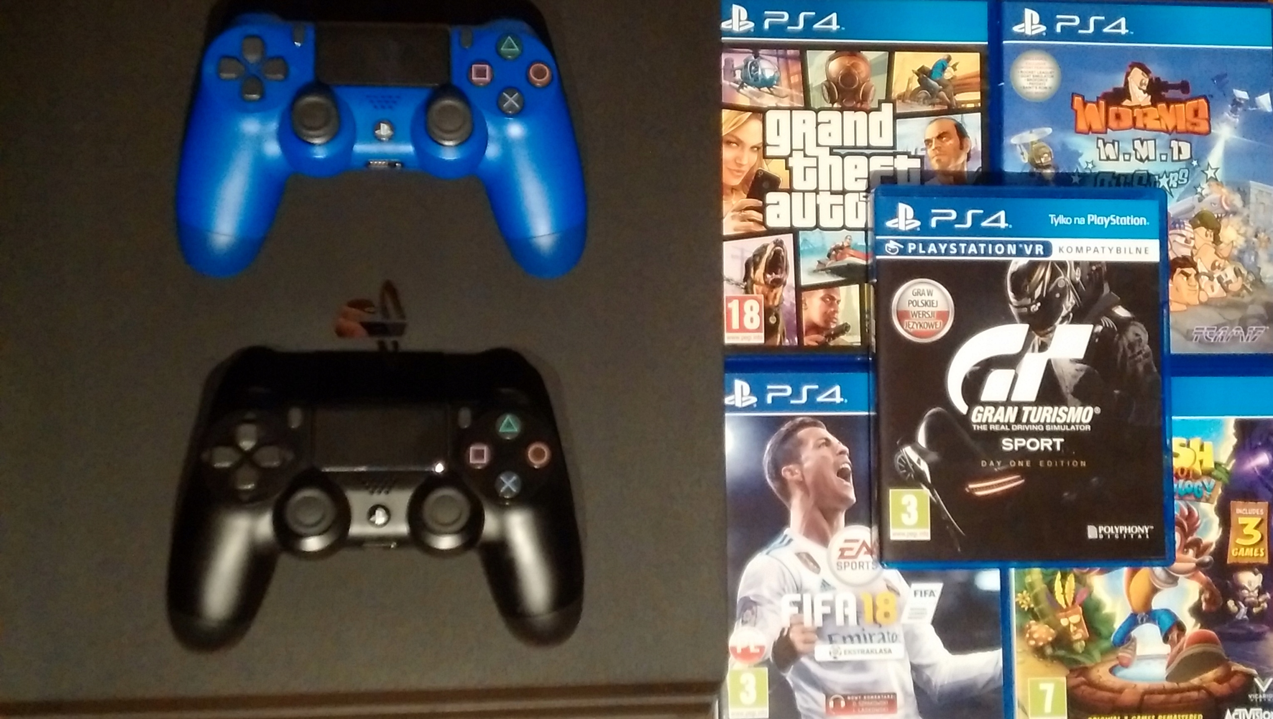 Playstation 4 PS4 PRO 1Tb + 2 pady + 5 gier ZESTAW