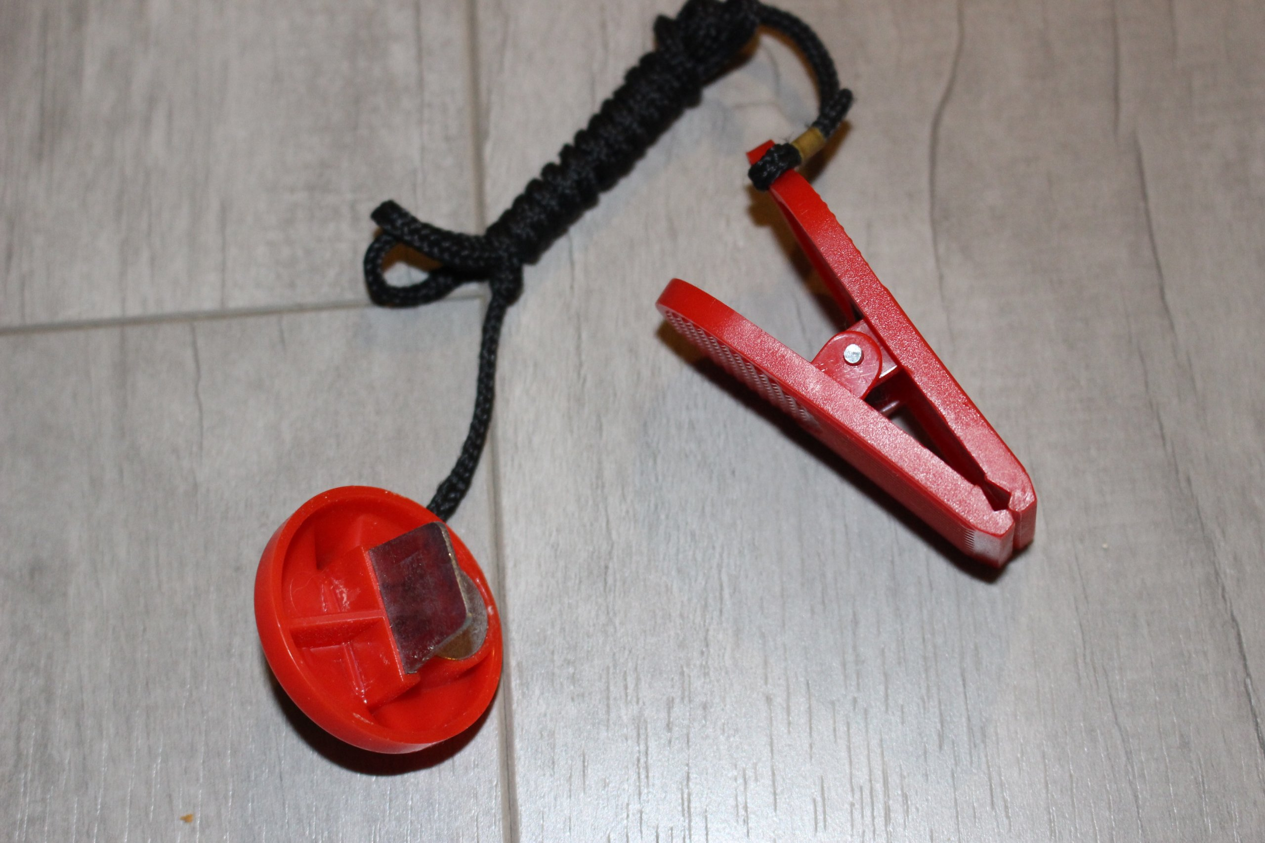Klucz bezpieczeństwa do bieżni SCUD E7