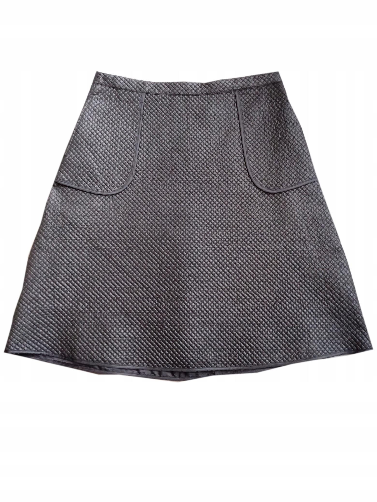 Czarna rozkloszowana spódnica Solar pikowana z koła