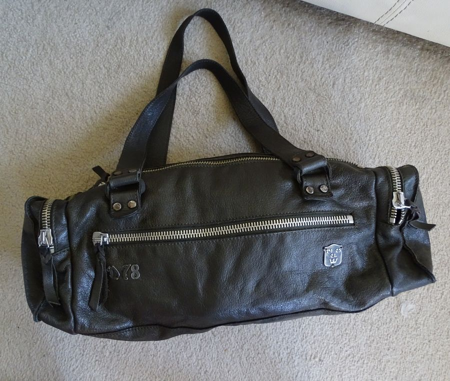 6d2f6dcd12687 Diesel skórzana torba damska na ramię - 7337161396 - oficjalne ...