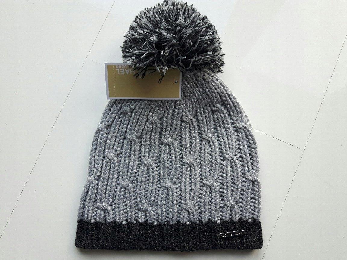 cfaa60da79d81 Ciepła zimowa czapka z pomponem MICHAEL KORS - 7097132888 ...