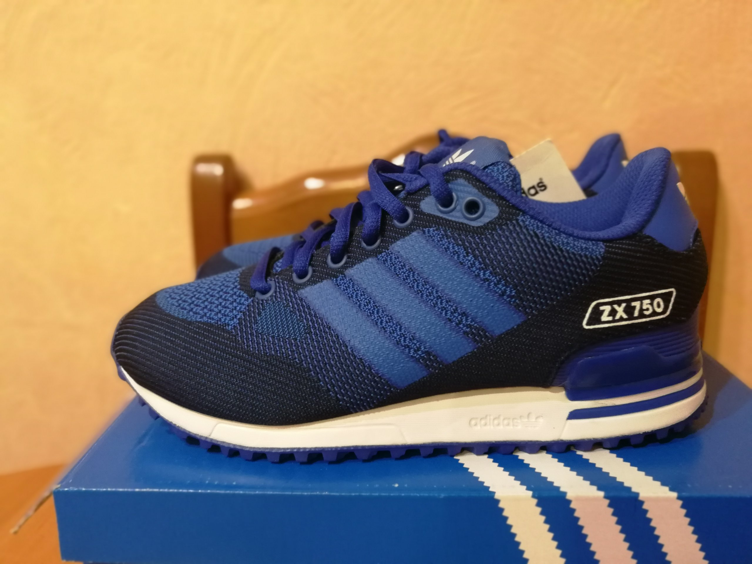 98aa69476be56 ... classic men women running shoes sneakers by9274 uk 7.5 f87c4 7b208  new  style nowe adidas zx750 woven 37 23cm niebieski flux nmd af0e0 b4084