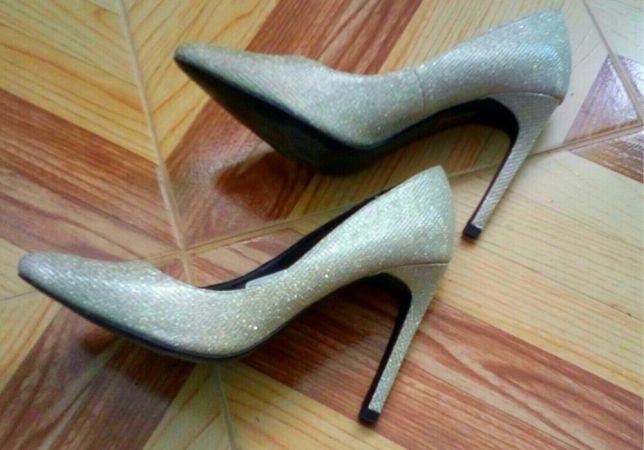 Sliczne buty na obcasie Bonprix roz 39