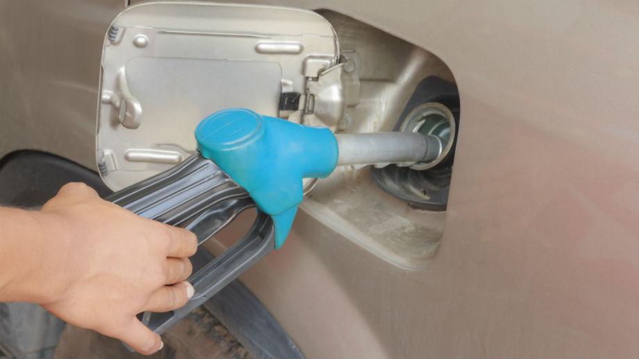 Pomyłka przy tankowaniu. Co zrobić, gdy zatankujemy niewłaściwe paliwo?