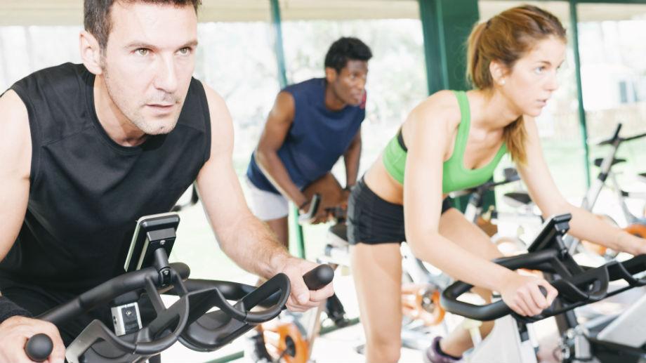 Popraw swoją wydolność dzięki jeździe na rowerze spinningowym