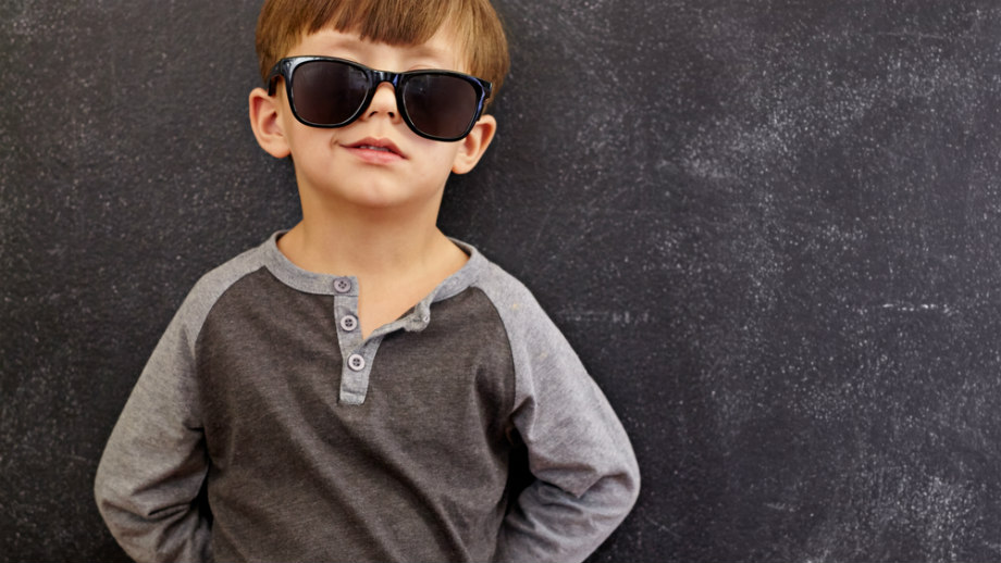 Bluzka z długim rękawem – must have w szafie ucznia