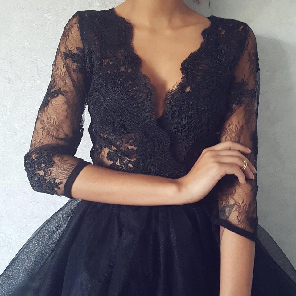 Mosquito czarna koronkowa sukienka z falbaną S