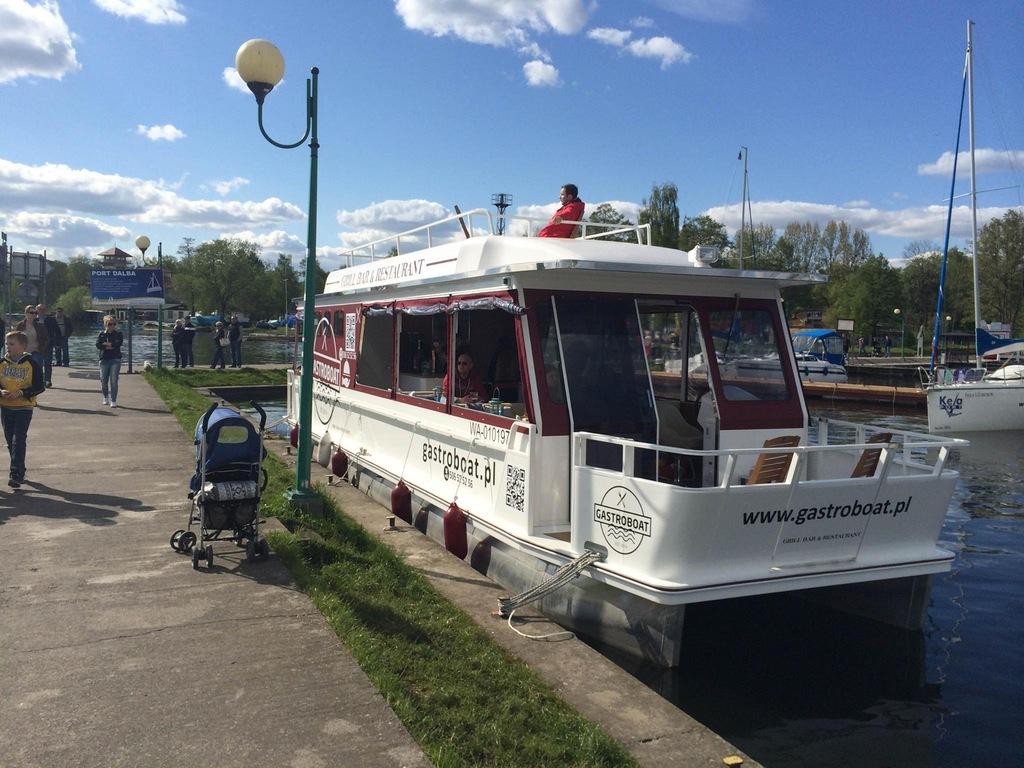 Katamaran Waterbus, Gastroboat, Houseboat