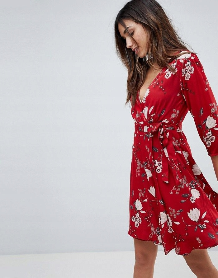 YUMI Czerwona sukienka w kwiaty (40)