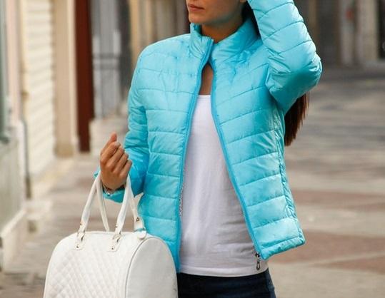 błękitna kurtka pikowana damska