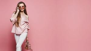 9b4e99a3bc Różowa bluzka – podstawa miejskiej garderoby