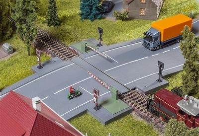 Железнодорожный переезд с брандмауэрами, Фаллер 120244