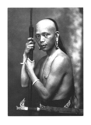 Pocztówka - Wojownik z Borneo / ok. 1920 - Malezja