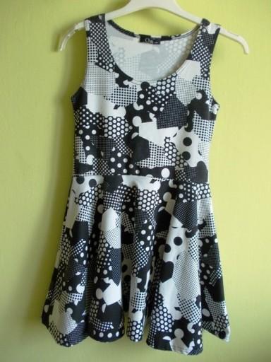 Sukienka rozkloszowana biało czarna w kropki S / M