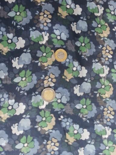 granatowy  jedwabny szyfon w kolorowe kwiaty
